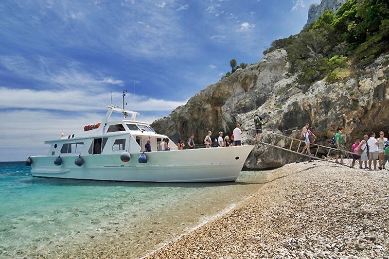 Gite in barca, grotte e cale
